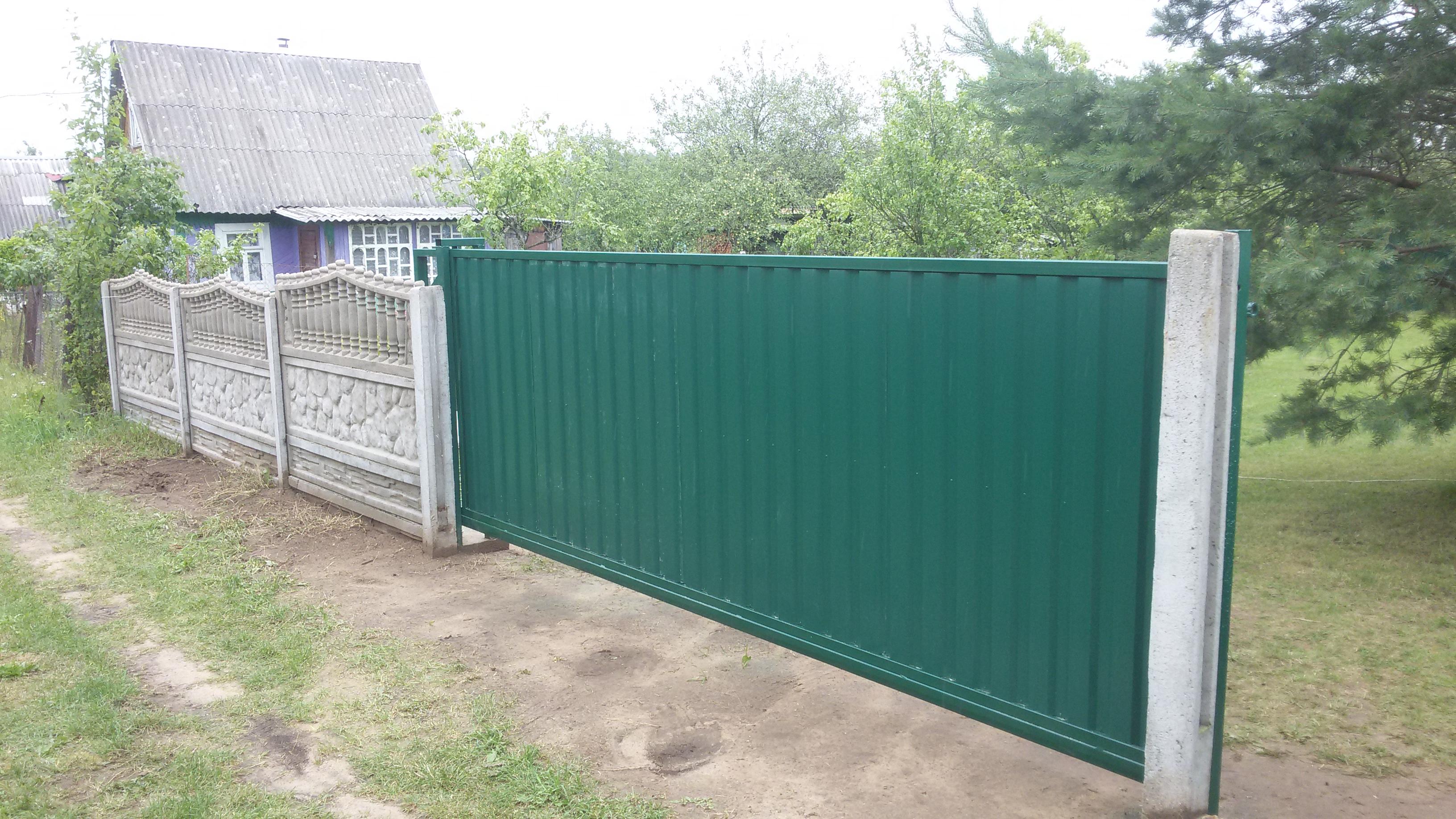 Откатные ворота зеленого цвета с рамой зеленого цвета