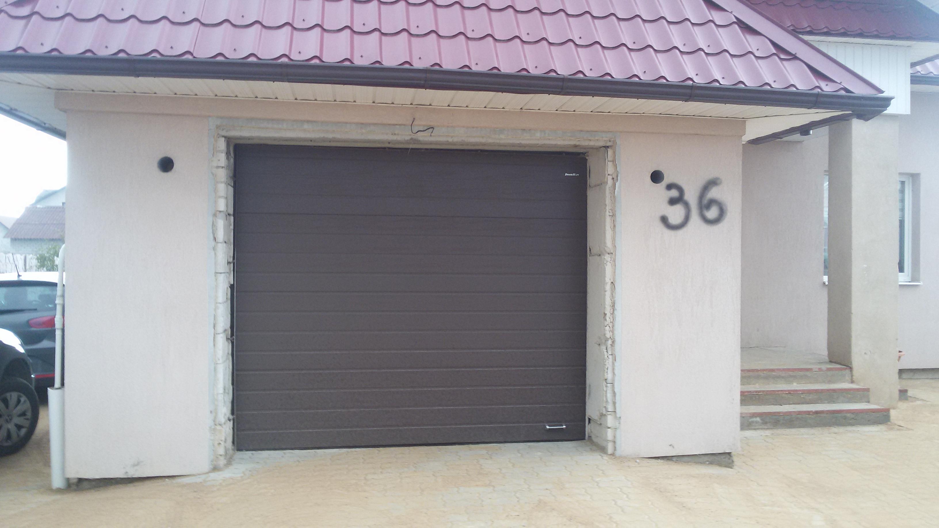Гаражные ворота Дорхан RSD02 с монтажом. Коричневый цвет.
