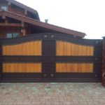 кованые откатные ворота деревянные супер дизайн