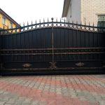 Откатные ворота черные матовые кованые