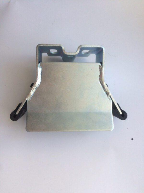 Улавливатель нижний для откатных ворот комплектация Алютех с пластиковыми накладками Алютех (Alutech)