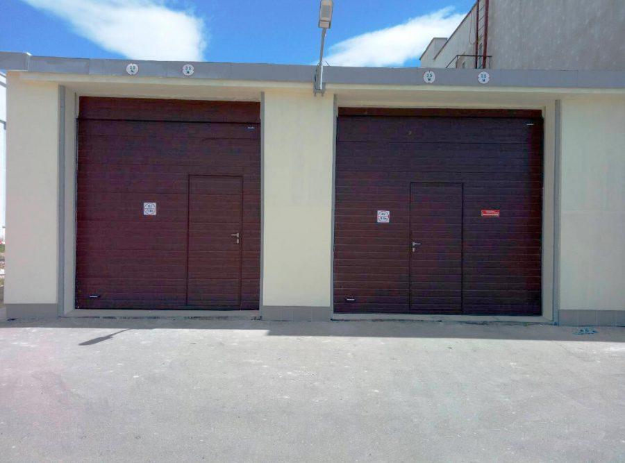Промышленные секционные ворота DoorHan (Дорхан) панель доска цвет RAL8017 коричневый на предприятии